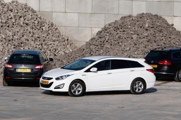 Hyundai i40 Crosswagon 1.6 GDI - Peugeot 508 SW 1.6 VTi - Volkswagen Passat Vari