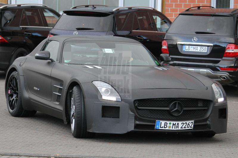 Mercedes SLS AMG Black Series laat zich zien