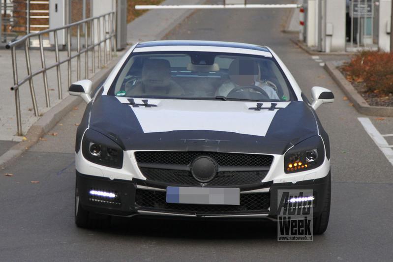 Mercedes-Benz SL schudt camouflagehuid af