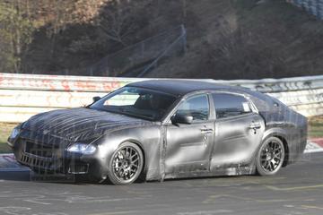 Maserati Quattroporte knalt over de Ring