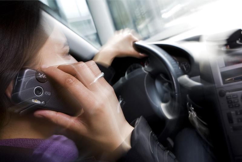 Nederlander gebruikt massaal telefoon in verkeer