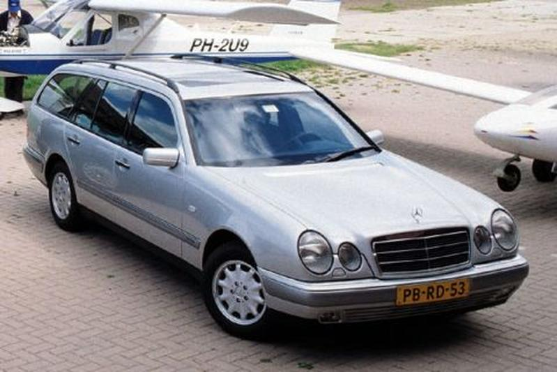 Mercedes-Benz E 230 Elegance Combi (1996)