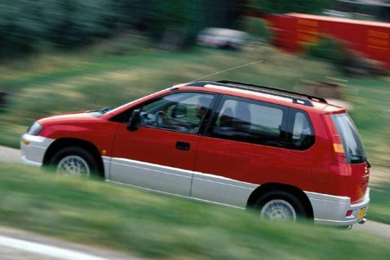 Mitsubishi Space Runner 2.0 GLXi (1999)