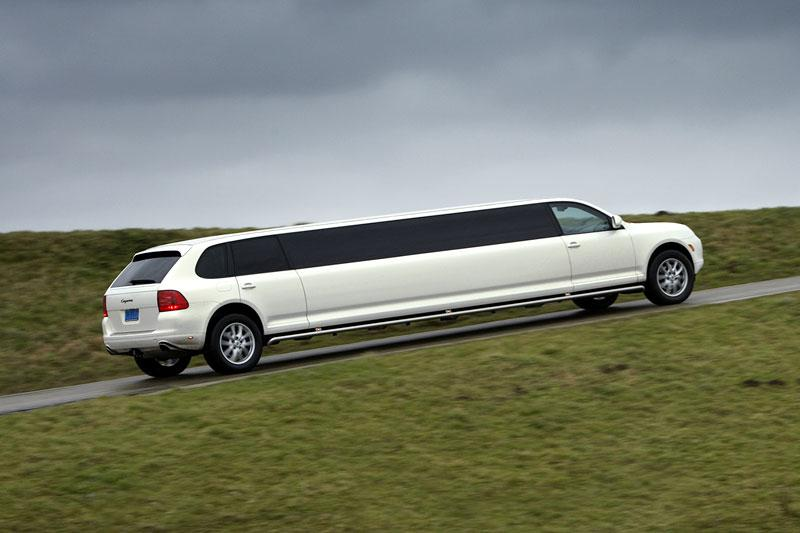 Blits bezit - Cayenne Stretched Limousine