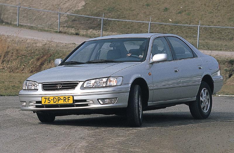 Toyota Camry 2.2i GX (1999)