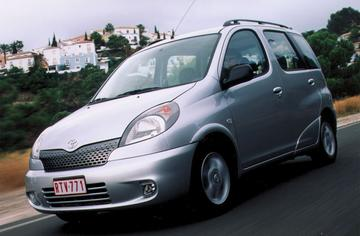 Toyota Yaris Verso 1.5 16v VVT-i Linea Luna (2001)