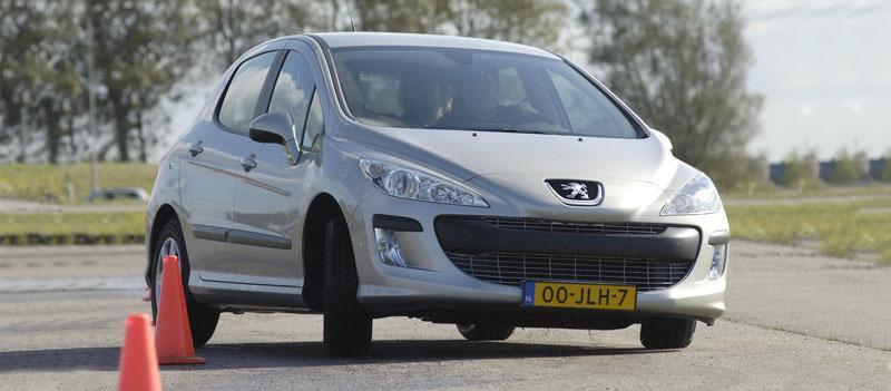 Peugeot 308 XS 1.6 VTi (2010)
