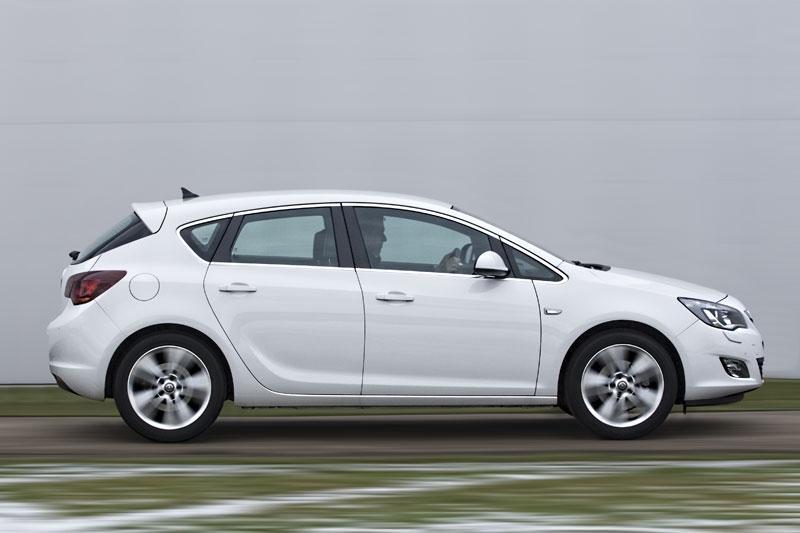 Opel Astra 1.6 Turbo Sport (2010)