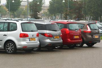 Mazda 5 - Peugeot 5008 - Renault Grand Scénic - Volkswagen Touran