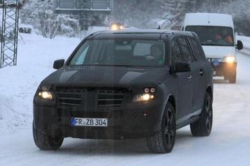 Mercedes-geweldenaren in de sneeuw
