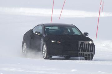 Hyundai Genesis facelift speelt in de sneeuw