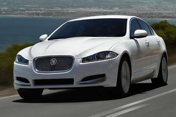 Jaguar XF facelift speelt leentjebuur bij XJ
