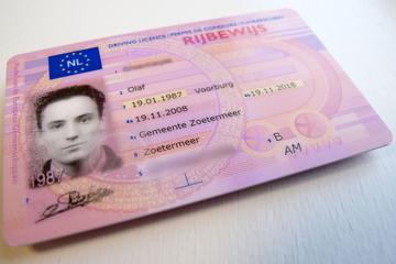 Verlopen rijbewijzen zeven maanden langer geldig
