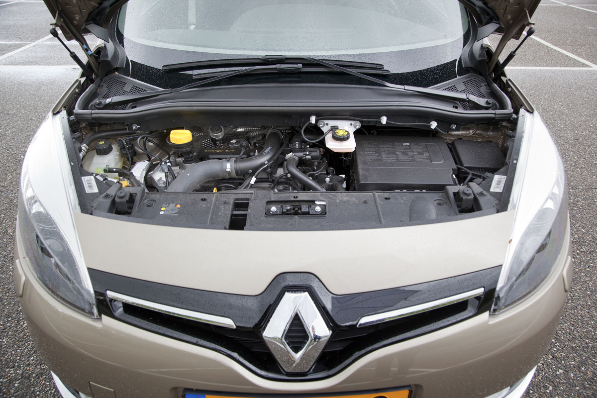 Renault grand sc nic tce 130 energy bose 7p 2013 for Renault 8 interieur