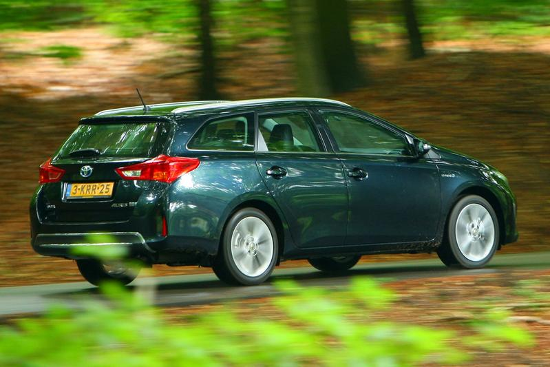 Toyota Auris Touring Sports 1.8 Hybrid Dynamic (2013)