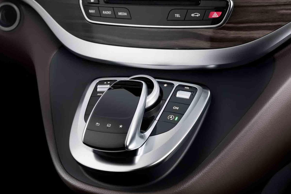 Mercedes showt interieur v klasse autonieuws for Interieur mercedes classe a