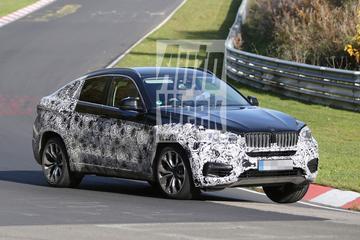 BMW X6 dendert over de Nordschleife
