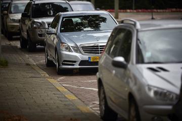 Ophef over straat vol invalideparkeerplaatsen in Rotterdam