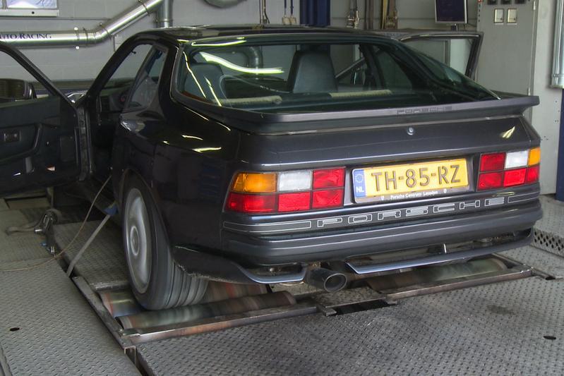 Op de rollenbank - Porsche 944