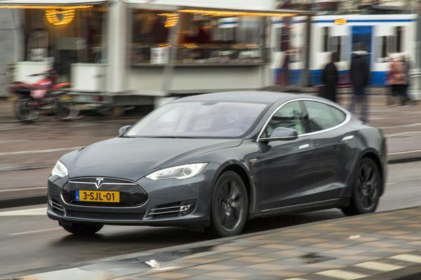 Meer subsidie voor elektrisch rijden Amsterdam