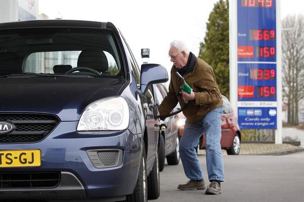 Benzineprijs hoogste niveau sinds 2015