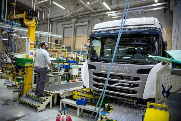 'Volkswagen onderzoekt opties truckdivisie'