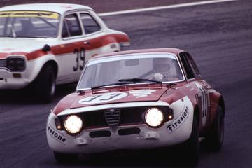 Alfa Romeo 1300 GTA herenigd met Hezemans