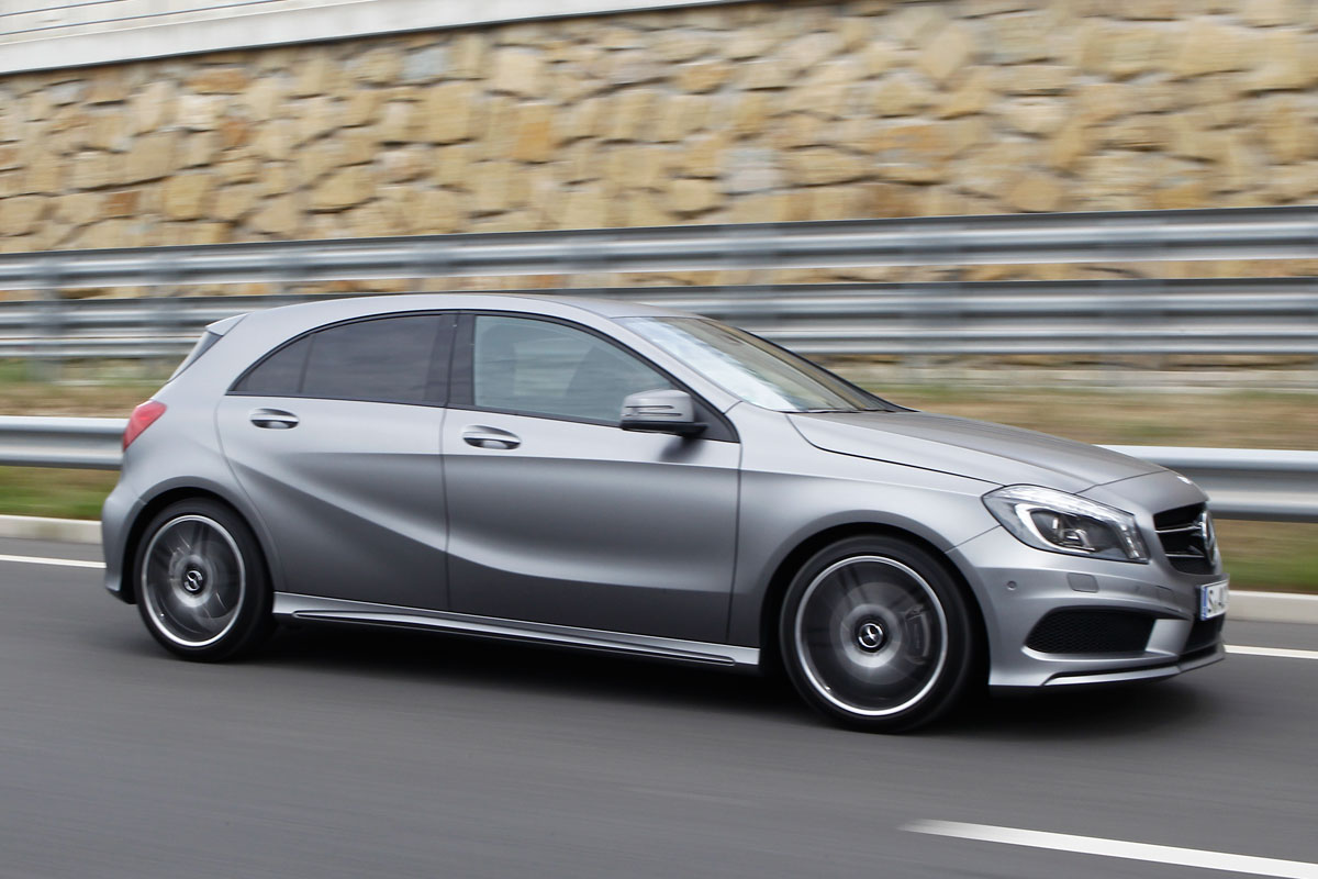Mercedes benz a klasse tegen bmw 1 serie eerste rijtest for Mercedes benz serie a