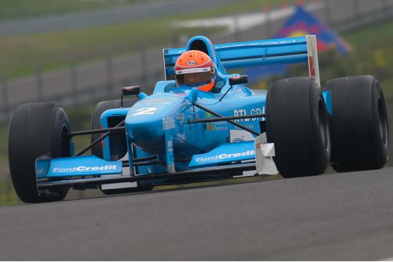 Rossen door Hoofddorp met een F1-bolide