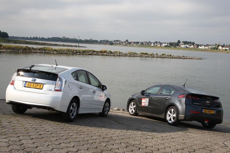 Toyota Prius Plug-in - Chevrolet Volt