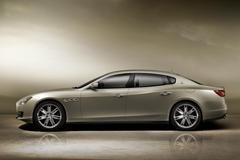 Lange Maserati Quattroporte op komst