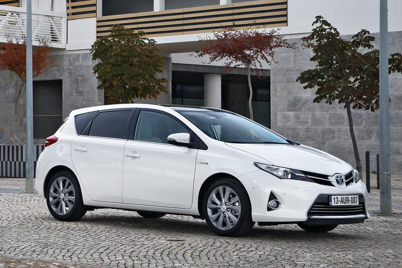toyota auris 1 8 hybrid lease 2014 review. Black Bedroom Furniture Sets. Home Design Ideas