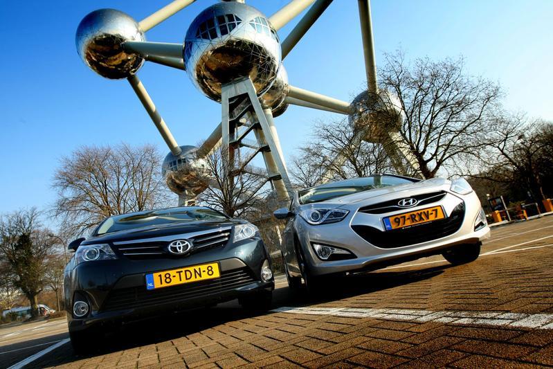 Hyundai i40 CW 1.7 CRDi Blue - Toyota Avensis Wagon 2.0 D-4D-F
