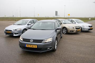 Volkswagen Jetta - Mitsubishi Lancer - Chevrolet Cruze - Skoda Octavia