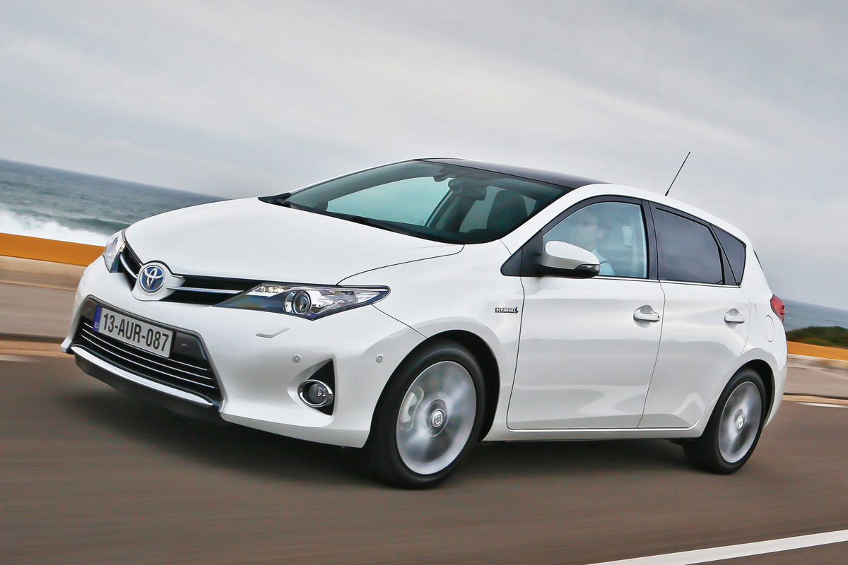 toyota auris hybrid eerste rijtest. Black Bedroom Furniture Sets. Home Design Ideas