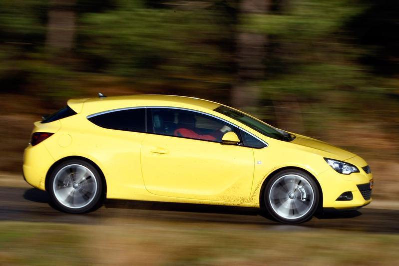 Opel Astra GTC 1.6 Turbo Sport (2012)