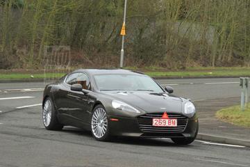 Aston Martin Rapide S wordt uitgelaten