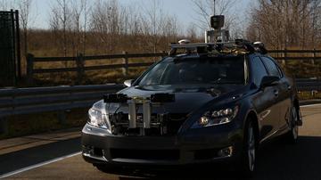 Lexus LS zet bestuurder op non-actief