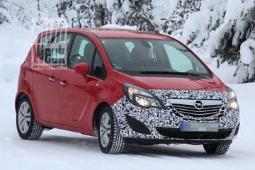 Gefacelifte Opel Meriva door de sneeuw