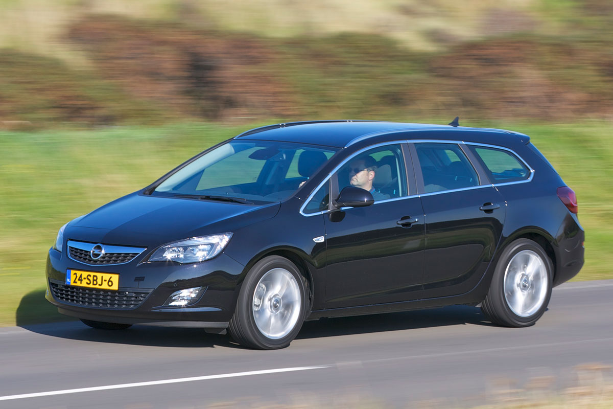 opel astra sports tourer 1 6 turbo sport 2012 autotest. Black Bedroom Furniture Sets. Home Design Ideas