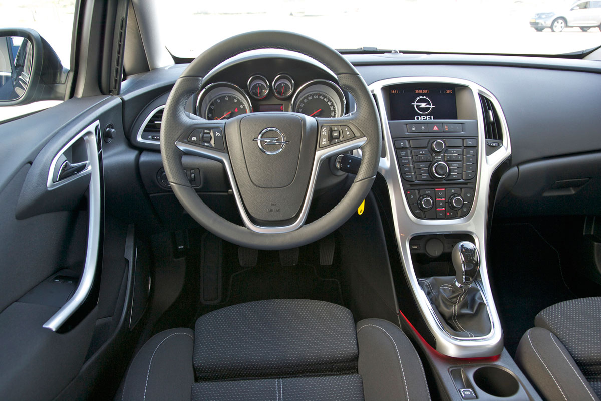 opel astra sports tourer 1 6 turbo sport 2012 autotest. Black Bedroom Furniture Sets. Home Design Ideas