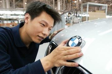 'BMW in Nederland populairste merk voor eerste auto'