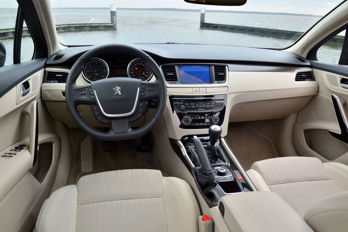 Peugeot 508 sw allure 2 0 hdi 163pk 2012 autotest for Interieur 508