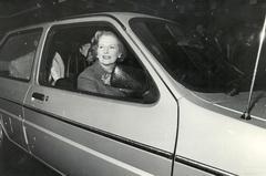 Margaret Thatcher bij de onthulling van de Austin