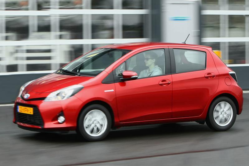 Toyota Yaris 1.5 Full Hybrid Comfort (2012)
