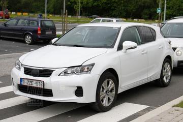 Exclusief: eerste beelden Lexus compacte SUV mule