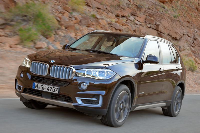 BMW stuurt gloednieuwe X5 de wei in