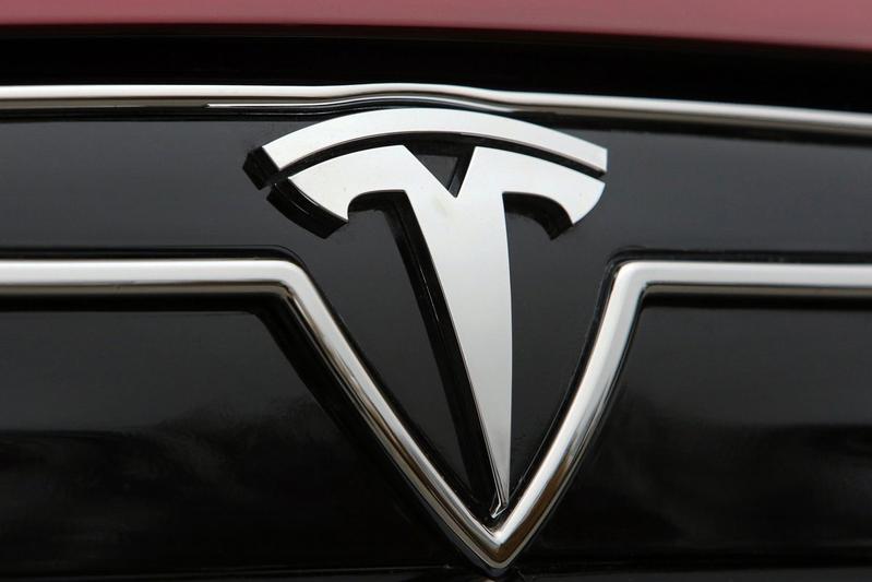 Tesla-aandeel stijgt ruim zeven procent in waarde