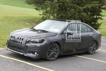 Nieuwe Subaru Legacy in camouflagejas