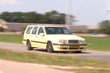 Achteruitkijkspiegel: '850 was eerste leuke Volvo'